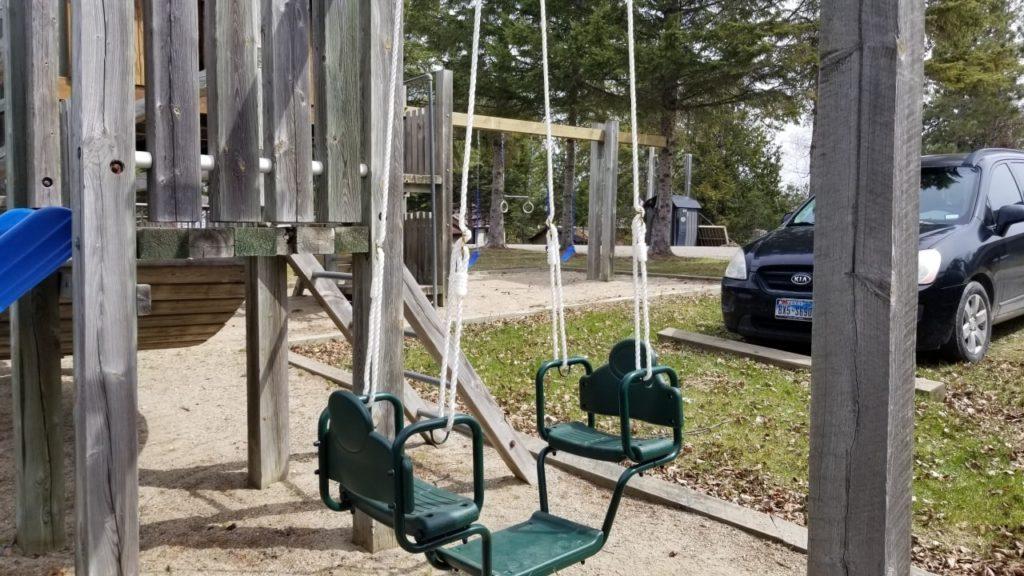playground push/pull swing